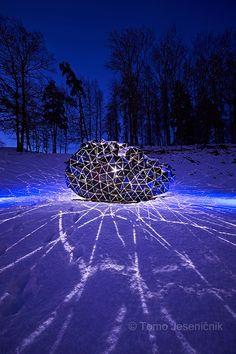 Forma viva »Meteor«; avtor Johannes Vogl, lokacija Ravne na Koroškem. foto: Tomo Jeseničnik