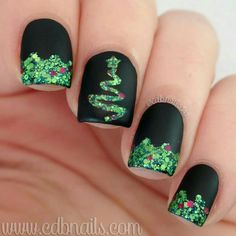 100 Perfect Glitters Nail Art Designs for Christmas That You Can Copy