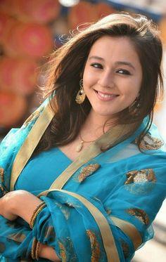 Beauty Full Girl, Beauty Women, Women's Beauty, Indian Photoshoot, India Beauty, Woman Crush, Elegant Woman, Pretty Face, Indian Fashion