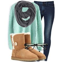 Winter/Fall outfit with uggs ❤ winter boots, ugg snow boots, winter snow,. New York Fashion, Teen Fashion, Fashion Women, Winter Fashion, Fashion Outfits, Fashion Tips, Fashion Trends, Runway Fashion, Fashion Weeks