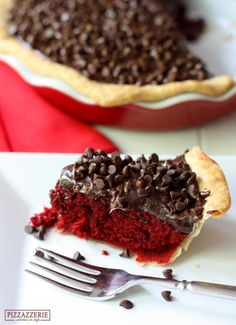 Love red velvet? Love fudge? This red velvet fudge pie recipe is just the thing for you.