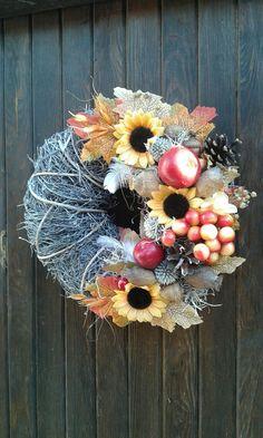 Veselý+podzimní+věneček+Bohatý+podzimní+věneček.+Celková+velikost+29cm. Wreaths, Boho, Halloween, Fall, Home Decor, Autumn, Decoration Home, Door Wreaths, Fall Season