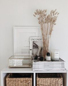 A super economic way to decorate your space. We showcase loads of examples of weeds and wild flowers that can be used to decorate your space completely for free and that looks beautiful and elegant. Room Ideas Bedroom, Bedroom Decor, Bedroom Storage, Aesthetic Room Decor, Beige Aesthetic, My New Room, Home Decor Inspiration, Decor Ideas, Living Room Decor