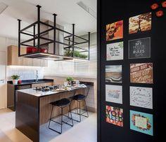 """107 curtidas, 5 comentários - RAP Arquitetura e Interiores (@raparquitetura) no Instagram: """"Fotos de cozinha gourmet em residência no Itaim. Mix de revestimentos atuais e conceito retrô dão o…"""""""