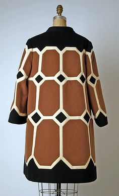 Coat House of Balmain (French, founded Designer: Pierre Balmain (French, St. Jean de Maurienne Paris) Date: ca. Daily Fashion, 60s And 70s Fashion, Moda Fashion, Retro Fashion, Vintage Fashion, Fashion Blogs, Pierre Balmain, Textiles, Balmain Coat