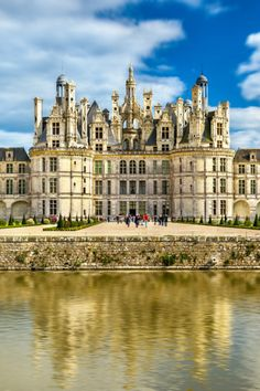 21 Best Day Trips from Paris - Normandy, Loire Valley, Champagne . Stuff To Do, Things To Do, Day Trip From Paris, Museum Hotel, Cool Places To Visit, Good Day, Paris France, Day Trips, Louvre