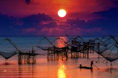 """500px / Photo """"Sunrise over the Lake"""" by Jakkaphan Hirunviriya"""