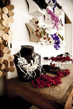 Paper jewelry by Ana Hagopian. Textile Jewelry, Paper Jewelry, Fabric Jewelry, Fabric Beads, Paper Beads, Paper Art, Paper Crafts, Paper Fashion, Mixed Media Jewelry
