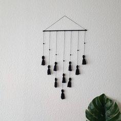 """146 Likes, 13 Comments - kiezcouture - 3x Berlin & DIY (@kiezcouture) on Instagram: """"#PBsays Endlich ist die Wand über meinem Sofa nicht mehr so leer. Das Tassle Wall Hanging ist…"""""""