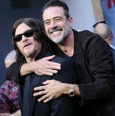 They play adversaries Daryl and Negan on The Walking Dead. But actors Norman Reedus and Jeffrey Dean Morgan looked close-as-can-be at Sunday's episode celebration in LA. Jdm, Ray Ban Men, Jeffrey Dean Morgan, Stuff And Thangs, Two Girls, Older Men, Daryl Dixon, Actor Model, Celebs