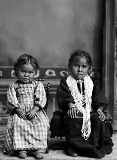 Ho-Chunk sisters Maude Lookingglass Browneagle (ENooKah) on the right and her sister Liola Browneagle (WeHunKah). Maude reportedly died in 1970 and her sister sometime afterward. Photo: ca. 1903.