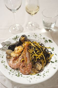 Tallarinus bianchi e neri ai frutti di mare #ricetta