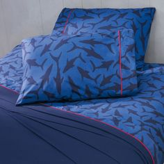 Blue Shark Bed Sheets for kids who love sharks. Fabric 50% polyester / 50% cotton Includes: Twin: 1 Fitted Sheet 39,37 inch x 74,80 inch x 12,99 inch 1 Flat Sheet 67,71 inch x 99,21 inch 1 Pillow Case