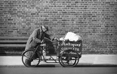Rag and bone man. vintage everyday: 15 Black and White Photographs Capture The Gritty Reality of Life in East London During The Swinging Sixties Vintage London, Old London, East London, London History, British History, Reality Of Life, Mystery Of History, London Photos, Rag And Bone