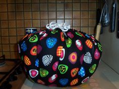How to Make a Wonderbag. JANE'S NOTE:  I prefer the type with a circle in the middle for a more stable base so I can put it on a silicone trivet more effectively.