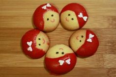 nilla wafer girls could put derby helmets on them Football Snacks, Kid Snacks, Edible Crafts, Nilla, Cookie Pops, Little Girl Birthday, Cookie Desserts, Kid Desserts, How Sweet Eats