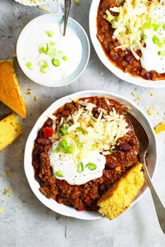 My family's favorite Real Texas Chili recipe made with ground beef, beans, and adjustable chili spices. Perfect with homemade cornbread! (with slow cooker and Instant Pot options too). Chili Recipes, Real Food Recipes, Healthy Recipes, Top Recipes, Delicious Recipes, Easy Recipes, Slow Cooker Chili, Slow Cooker Recipes, Favorite Chili Recipe