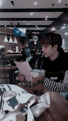 Chris Chan, Stray Kids Chan, All About Kpop, Young K, Kids Icon, Kids Wallpaper, Lee Know, Bungee Jumping, Kpop Boy