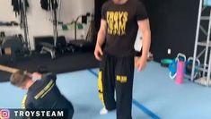 Martial Arts Moves, Self Defense Martial Arts, Martial Arts Workout, Martial Arts Training, Mixed Martial Arts, Fight Techniques, Martial Arts Techniques, Self Defense Techniques, Jiu Jitsu Training