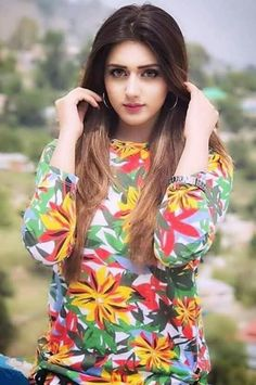 Beautiful Girl Indian, Beautiful Girl Image, Beautiful Indian Actress, Beauty Full Girl, Cute Beauty, Beauty Women, Stylish Girl Images, Stylish Girl Pic, Indian Bollywood Actress