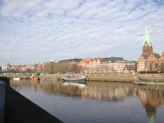Amelia Cartmel: Every day when going to university class, I was able to walk along the Weser and see this beautiful city of Bremen, Germany.