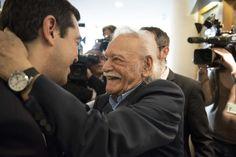 https://twitter.com/atsipras?lang=es