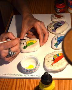 https://www.facebook.com/ISassiDelladriatico Working .... #paintedstone birds
