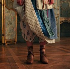 Beauty and the Beast ( Beauty And The Beast Costume, Beauty And The Beast Movie, Beauty And The Beat, Belle Cosplay, Belle Costume, Live Action, 18th Century Costume, 17th Century, Mode Simple