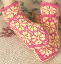Martingale - Knitting Scandinavian Slippers and Socks eBook Knitting Short Rows, Knitting Stitches, Knitting Patterns, Knit Mittens, Knitting Socks, Knit Socks, Norwegian Knitting, Learn How To Knit, Knit In The Round