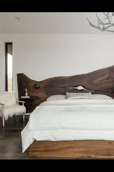 darks&whites ; and that driftwood headboard? to die for.