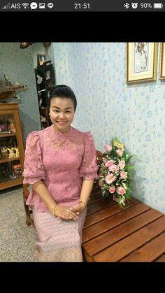 Batik Kebaya, Batik Dress, Silk Dress, Traditional Dresses Designs, Thailand Fashion, Model Kebaya, Thai Dress, Brokat, Party Gowns