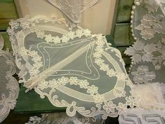 İğne oyası White Embroidery, Lace Making, Design, Made By Hands, Embroidery, Pattern, Lace, Bobbin Lace, Crochet Lace