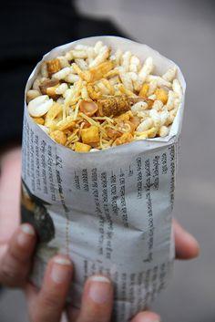 Street snack Jhal Muri in Kolkata, India - Bangladeshi Food, Bengali Food, Indian Snacks, Indian Food Recipes, World Street Food, Indian Street Food, Desi Food, India Food, Food Packaging
