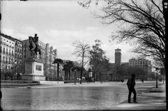Imágenes del viejo Madrid. Escuelas Aguirre y monumento a Espartero. Década de 1930.