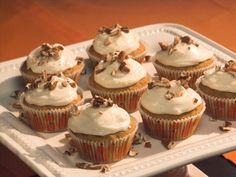5-Star Pumpkin Cupcakes #Thanksgiving #ThanksgivingFeast #Dessert