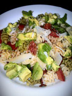 Recipes by Ryann: Turkey Bacon & Avocado Summer Pasta  I made it for dinner tonight soooooo good