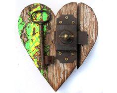 Coeurs déco en matériaux de récupération, celui là est mon préféré ! @Fiona Paterson - Recycled decorative hearts, this one is my favorite