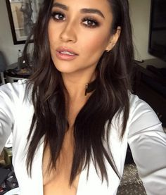 Shay looks amazing here. | Pretty Little Liars
