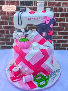 Singer sewing machine cake! #sewing #Singer #quilting #metrodetroit