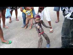 Muñeco bailando el teke teke