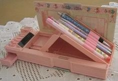 nostalgia time - Pencil case box, with little compartments. My Childhood Memories, Childhood Toys, Sweet Memories, Pencil Boxes, 90s Nostalgia, 80s Kids, Oldies But Goodies, Little Twin Stars, Old Toys