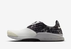 Representing another stage in the evolution of the Air Presto, the Air Presto Chanjo takes the slip-on idea even further. The key piece eliminated from the design is the TPU cage, leaving a lightweight mesh and neoprene upper that hugs your foot for nonstop comfort..