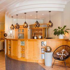 Der Hingucker (mit einem Touch von Vintage und Retro) für jede Restaurant-Bar!!! Trends, Restaurant Bar, Gold, Table, Furniture, Home Decor, Products, Porto, Fine Dining