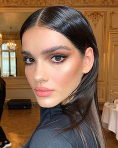 Sculpted glowy skin & smoked out eyes for beautiful 🖤 - Make Up 2019 Glowy Makeup, Nude Makeup, Glowy Skin, Hair Makeup, Makeup Set, Beauty Make-up, Beauty Hacks, Hair Beauty, Gorgeous Makeup