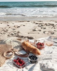 Perfect picnics with and our Pioneer Travel Towel and Oversized Scallop Bag. Picnic Set, Summer Picnic, Picnic Ideas, Picnic Recipes, Picnic On The Beach, Beach Picnic Foods, Beach Aesthetic, Summer Aesthetic, Beach Date