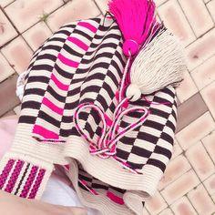 이렇게 후기 보내주시면 힘도나고 기분도 뿌듯뿌듯 @hyejeong_sarangmom  카톡문의 jongmi7 #모칠라백 #모칠라백공구 #와유백… Mochila Crochet, Crochet Bags, Knit Crochet, Tapestry Bag, Tapestry Crochet, Boho Bags, Crochet Fashion, Purses And Bags, Winter Hats