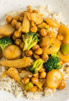 This easy vegan chickpea stirfry bowl with brown rice will be a hit with the whole family.