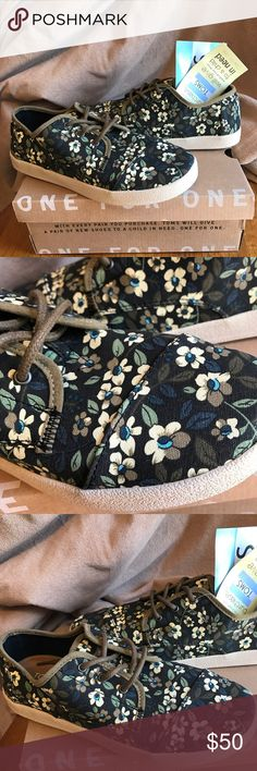 TOMS -NWT- Black Canvas Printed Floral TOMS -NWT- Black Canvas Printed Floral-Paseo-size 7 TOMS Shoes Flats & Loafers