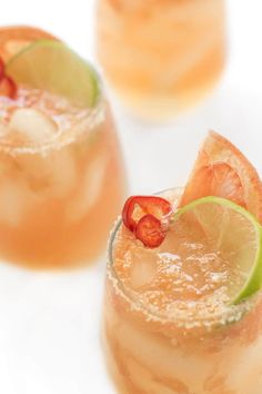 Grapefruit Paloma Cocktail - The Lemon Bowl® Mexican Cocktails, Easy Cocktails, Cocktail Recipes, Drink Recipes, Classic White Russian Recipe, White Russian Cocktail, Tequila, Fresno Chili, Paloma Cocktail