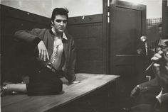 Let´s Keep the 50´s Spirit Alive!: April 2, 1957 Elvis answering journalists' questions at Maple Leaf Gardens, Toronto.